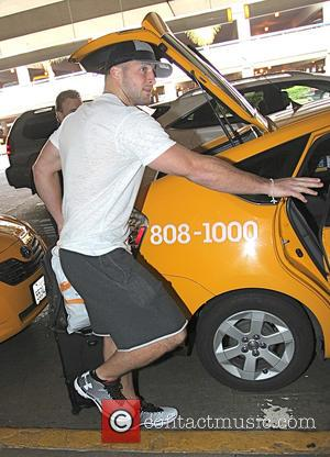 Tim Tebow - American football quarterback Tim Tebow catches a cab at Los Angeles International Airport (LAX) - Los Angeles,...
