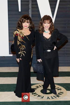 Joan Collins (l) and Jackie Collins