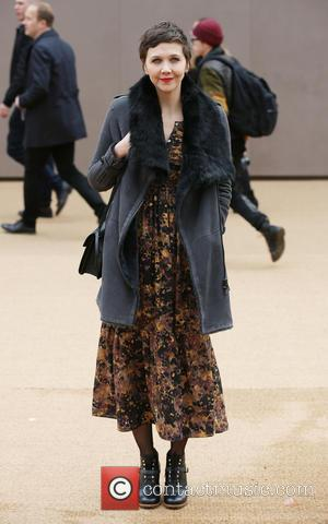 Maggie Gyllenhaal - London Fashion Week Autumn/Winter 2015 - Burberry Prorsum - Arrivals at London Fashion Week - London, United...