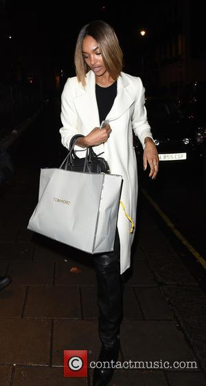 Jourdan Dunn - Make up free Jourdan Dunn leaving Tom Ford after shopping for a handbag. - London, United Kingdom...