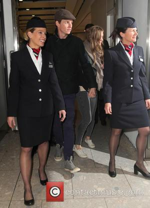 Eddie Redmayne - Eddie Redmayne and wife Hannah Bagshawe, Orlando Bloom and Mark Ronson arrive at Heathrow Airport - London,...
