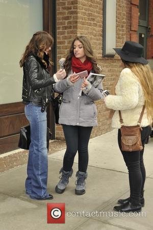 Dakota Johnson Hosts Forgettable Snl Episode