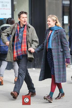 Ethan Hawke and Greta Gerwig - Ethan Hawke and Greta Gerwig filming a scene for 'Maggie's Plan' in Chinatown, New...