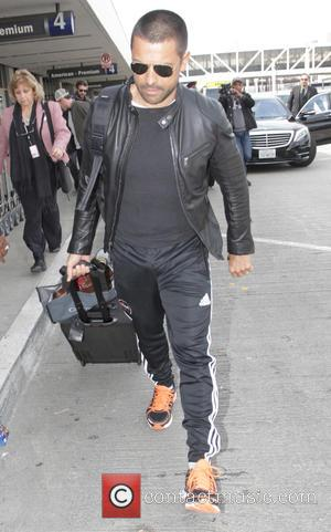 Mark Consuelos - Mark Consuelos departs from Los Angeles International Airport (LAX) - Los Angeles, California, United States - Thursday...