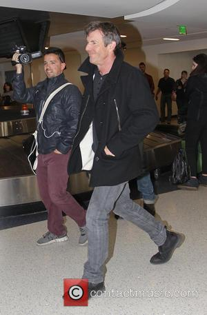 Dennis Quaid - Dennis Quaid arrives at Los Angeles International Airport (LAX) - Los Angeles, California, United States - Friday...