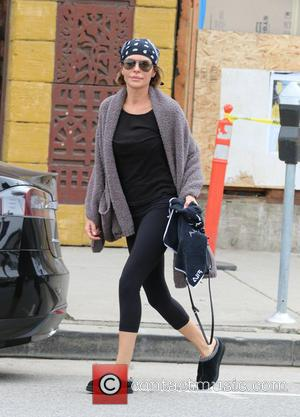 Lisa Rinna - Lisa Rinna returns to her car after a yoga class in Studio City - Studio City, California,...