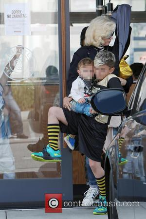 Gwen Stefani, Kingston Rossdale and Apollo Rossdale - Gwen Stefani takes her two eldest sons to their weekly soccer practice...