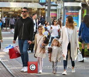 Jessica Alba, Cash Warren, Honor Warren and Haven Warren - Jessica Alba and husband Cash Warren take their daughters shopping...