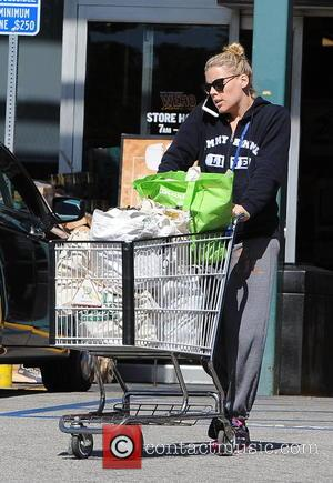 Busy Phillips - Busy Phillips pushing a trolley after grocery shopping in West Hollywood - Los Angeles, California, United States...
