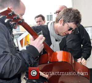 Noel Gallagher - Noel Gallagher meeting fans today outside TodayFM and FM104,where he stopped and signed autographs for all the...