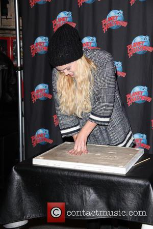 Olivia Holt - Olivia Holt at Planet Hollywood for her handprint ceremony at Planet Hollywood - New York City, New...