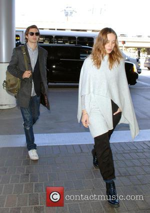 Brie Larson - Brie Larson at Los Angeles International Airport with a male companion at LAX - Los Angeles, California,...