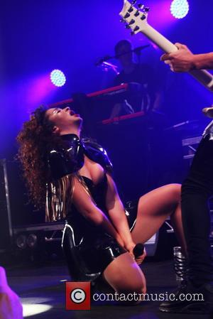 Ella Eyre Splits From Boyfriend - Report