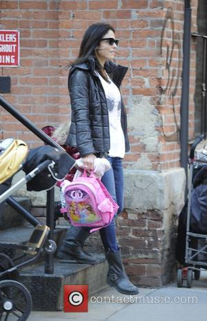 Bethenny Frankel and Bryn Hoppy - Bethenny Frankel picking up her daughter Bryn from school on a very windy day...