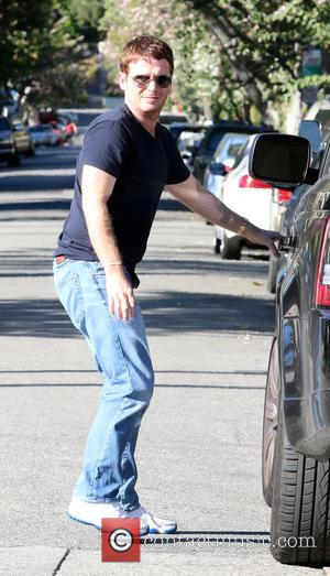 Kevin Connolly - Kevin Connolly returns to his car while out and about in Los Angeles at Urth Cafe -...