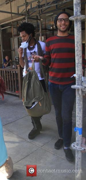 Quentin Alexander - American Idol contestants leave a medical building in Beverly Hills wearing surgical masks - Los Angeles, California,...
