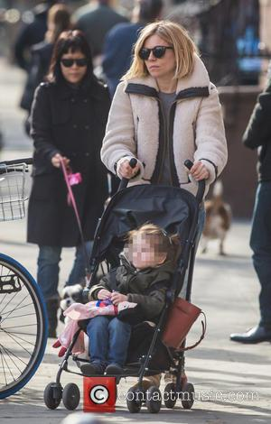 Sienna Miller and Marlowe Sturridge - Sienna Miller takes her daughter Marlowe to a playground in West Village - New...
