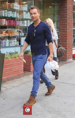 Joey Lawrence - Joey Lawrence out and about running errands carrying a large unmarked plastic container of liquid - Los...
