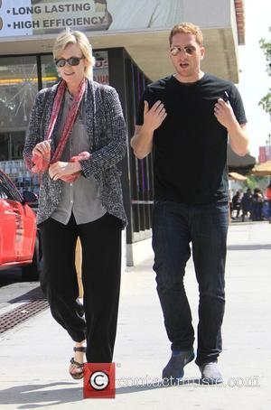 Jane Lynch - Jane Lynch grabs lunch in Hollywood with a male companion - Hollywood, California, United States - Thursday...