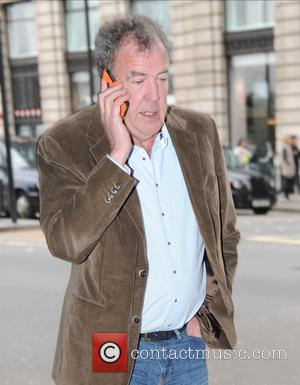Jeremy Clarkson - Jeremy Clarkson chats on his mobile phone while out and about in London - London, United Kingdom...