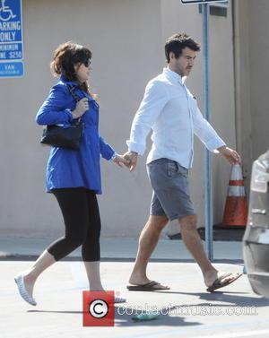 Zooey Deschanel and Jacob Pechenik - Pregnant Zooey Deschanel shows off her baby bump as she leaves Hugo's restaurant holding...