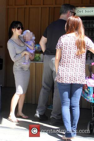 Alec Baldwin, Hilaria Baldwin and Carmen Gabriela Baldwin - Alec Baldwin takes his family shopping in Beverly Hills - Los...