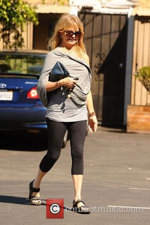 Goldie Hawn - Goldie Hawn goes for breakfast at Brentwood Country Mart - Los Angeles, California, United States - Thursday...