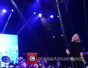 Barry Gibb - Hard Rock Rising Miami Beach centennial concert - Miami Beach, Florida, United States - Friday 27th March...