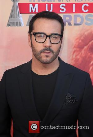 Jeremy Piven Stranded In Philadelphia As Storm Grounds Plane
