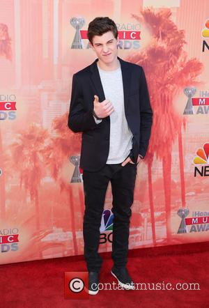 Shawn Mendes Scores US Chart Topper With Debut Album 'Handwritten'