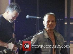 David Lee Roth Doesn't Let An Injury To The Nose Stop Him During Van Halen's Historic Jimmy Kimmel Concert [Pictures]