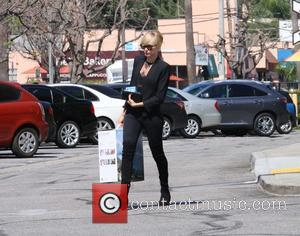 Kimberly Stewart - Kimberly Stewart shops at Bath Body Beyond and leaves after purchasing an Air-O-Swiss Humidifier - Los Angeles,...