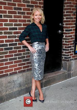Kelly Ripa - Kelly Ripa visits 'The Late Show with David Letterman' at The Late Show - New York, New...