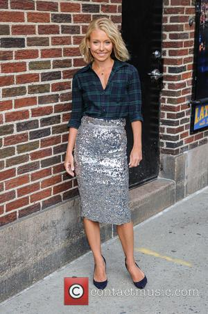 Kelly Ripa - Kelly Ripa visits 'The Late Show with David Letterman' at the Ed Sullivan Theater at The Late...