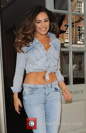 Kelly Brook - Kelly Brook leaves her hotel - London, United Kingdom - Thursday 2nd April 2015