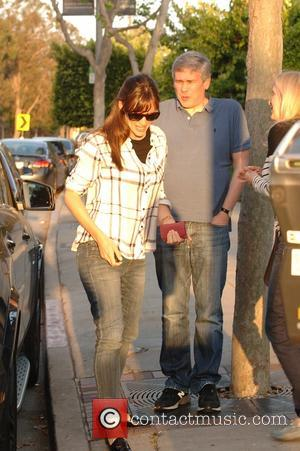 Jennifer Garner - Jennifer Garner goes to SugarFish Sushi on Easter Sunday with friends at Brentwood - Los Angeles, California,...