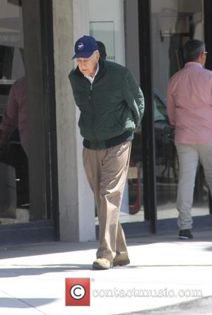Carl Reiner - Comedy veteren Carl Reiner goes shopping in Beverly Hills - Los Angeles, California, United States - Monday...