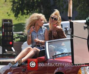 Iggy Azalea_Britney Spears - Iggy Azalea and Britney Spears have fun shooting a 'Pretty Girls' scene on Ventura Blvd -...