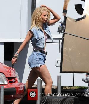 Iggy Azalea - Iggy Azalea and Britney Spears have fun shooting a 'Pretty Girls' scene on Ventura Blvd - Los...