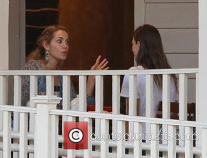 Elizabeth Berkley - Former 'Saved By The Bell' star, Elizabeth Berkley gets quite animated in a conversation over lunch with...