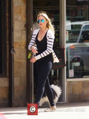 Katrina Bowden - Katrina Bowden out walking her dog in New York City - New York City, New York, United...