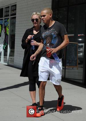 Ashlee Simpson and Evan Ross - A pregnant Ashlee Simpson and husband Evan Ross leaving the gym - Los Angeles,...