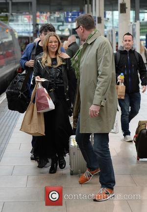 LeAnn Rimes - LeAnn Rimes and David Gray at Manchester Piccadilly Train Station, Manchester - Manchester, United Kingdom - Friday...
