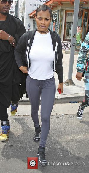 Teyana Taylor - Teyana Taylor shops on Melrose Avenue with friends - Los Angeles, California, United States - Tuesday 21st...