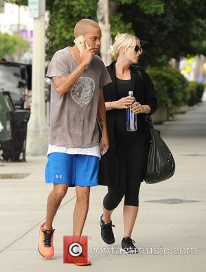 Ashlee Simpson and Evan Ross - Pregnant Ashlee Simpson and Evan Ross arrive at the gym - Los Angeles, California,...