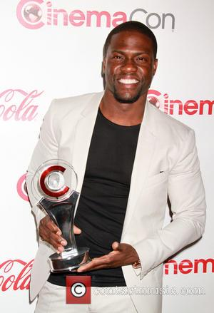 Kevin Hart Leads Atlanta Fans In Spontaneous 5K Run