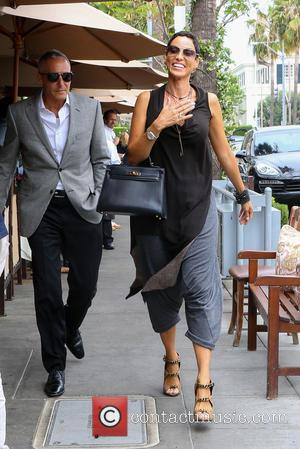 Nicole Murphy - Nicole Murphy goes for lunch in Beverly Hills with a male companion - Los Angeles, California, United...