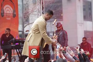 how to get in contact with romeo santos