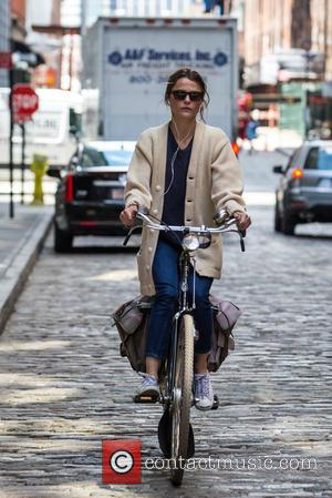 Keri Russell - Keri Russell seen using her laptop in a cafe in Brooklyn and also riding her bicycle at...