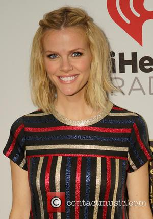 Brooklyn Decker Remains Ridiculously Gourgeous While Pregnant